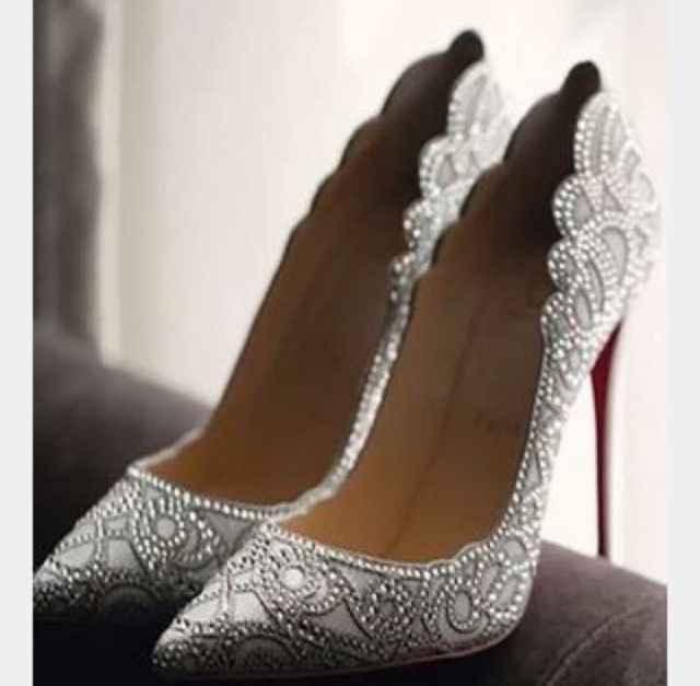 Scarpa bianca vs scarpa argento/oro/colorata - 1