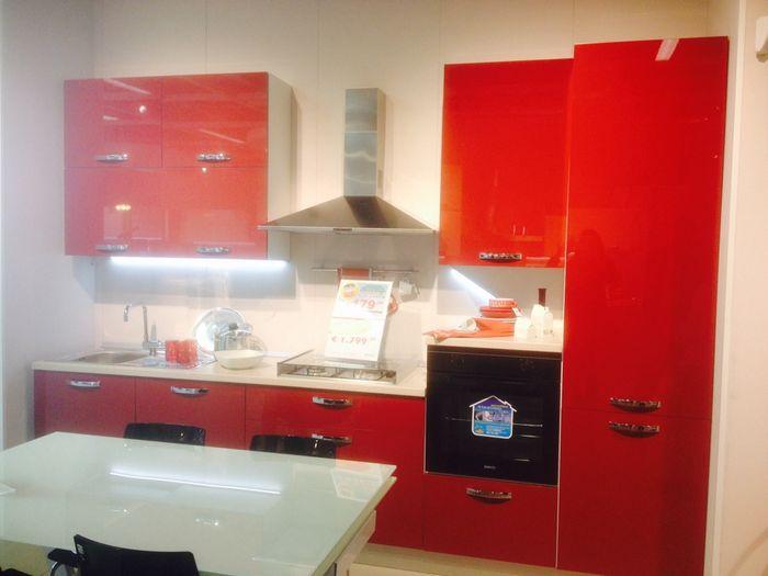 Parete Grigia Con Cucina Rossa ~ Ispirazione design casa