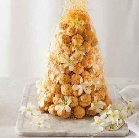 Croquembouche caramello e fiori d'arancio