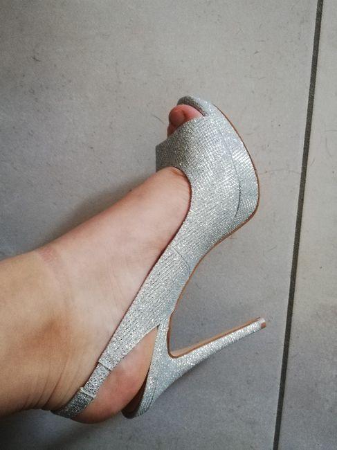 Vi piacciono queste scarpe? - 1