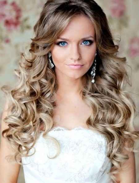 Acconciatura capelli sciolti nelle sua bellezza