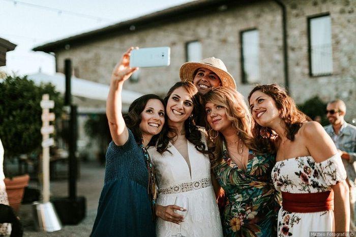 Quale foto con gli amici vincerà 4 Matrimoni.com? 3