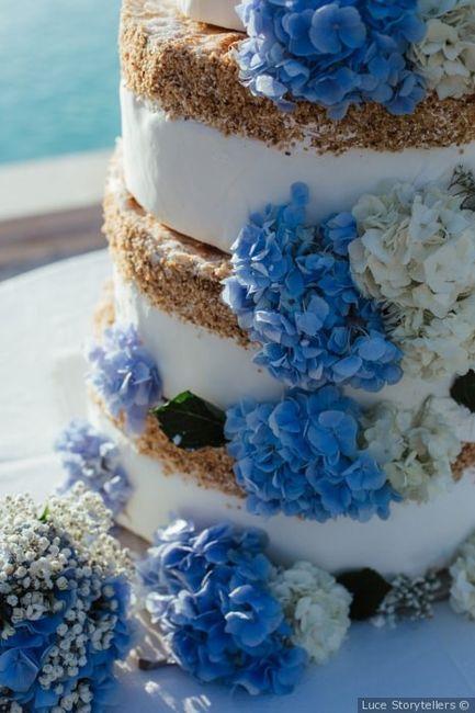 Fiori freschi per la torta nuziale:  👍 o 👎? 1