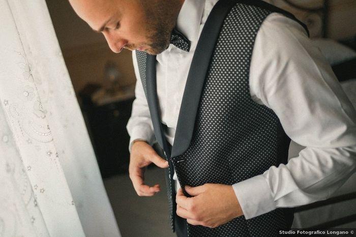 Scegli l'accessorio per questo sposo 1