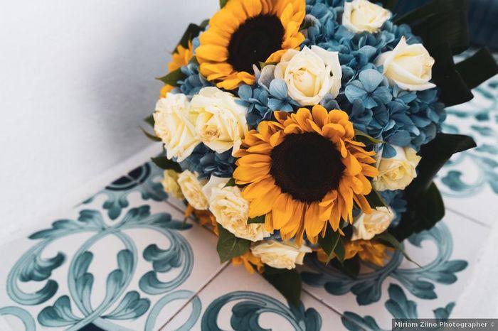 Bouquet di girasoli, rose e ortensie: votate! 1