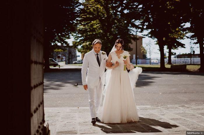Papà della sposa in abito chiaro: ✅ o ✖️ 1