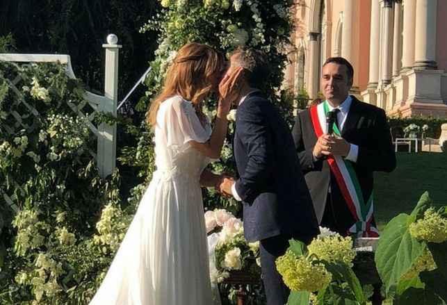 Il bacio durante la cerimonia civile