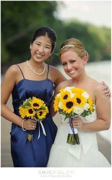 Matrimonio Girasoli E Rose Bianche : Bouquet di girasoli e rose bianche organizzazione
