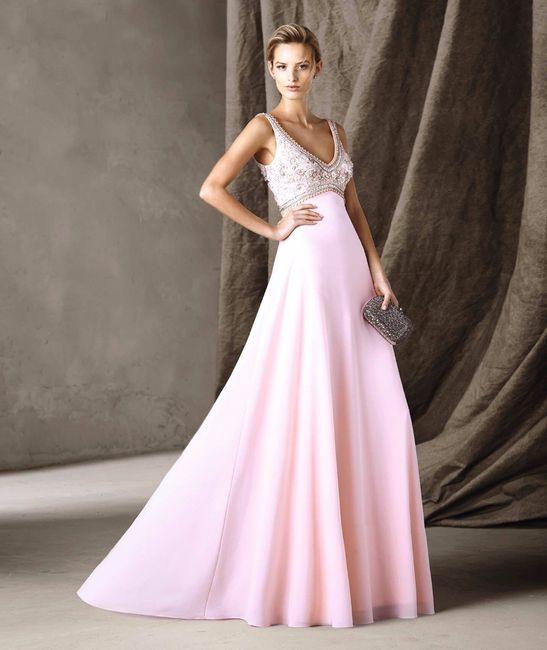 C) Vestito lungo di colore bianco e rosa tenue