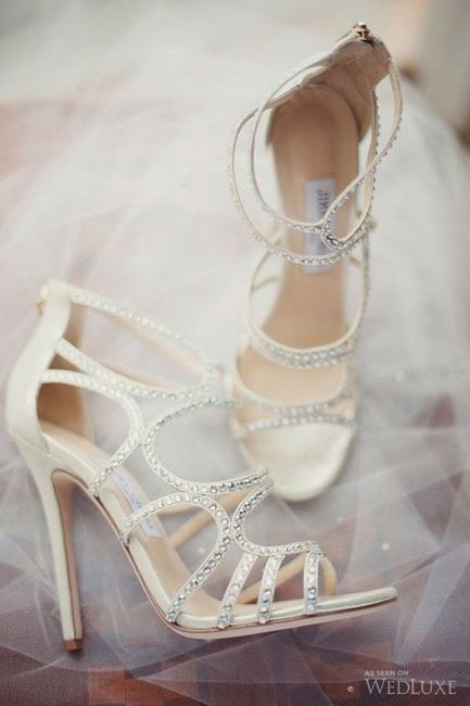 B) Scarpe da sposa