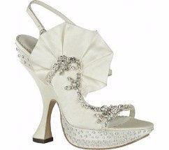 A quale scarpe da sposa diresti assolutamente no 2