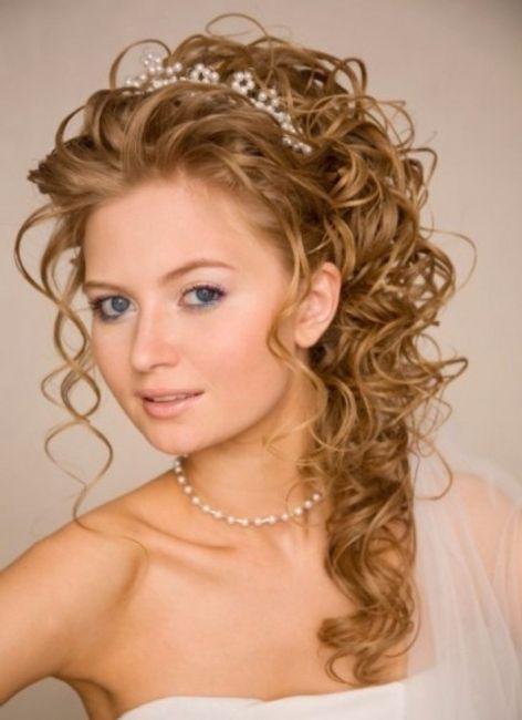 Acconciatura sposa capelli lunghi ricci