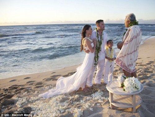 Matrimonio Spiaggia Foto : Matrimonio in spiaggia foto luna di miele