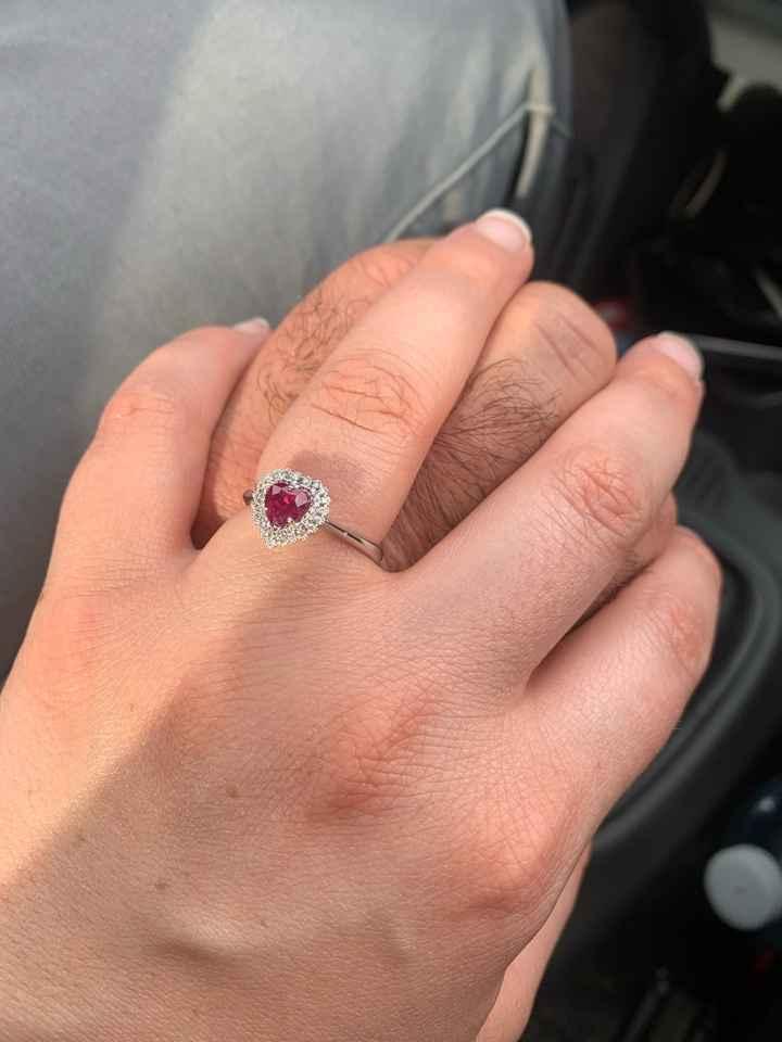 Anello di fidanzamento: solo prima del si, o al dito per tutta vita? Perché no, accostato alla fede?