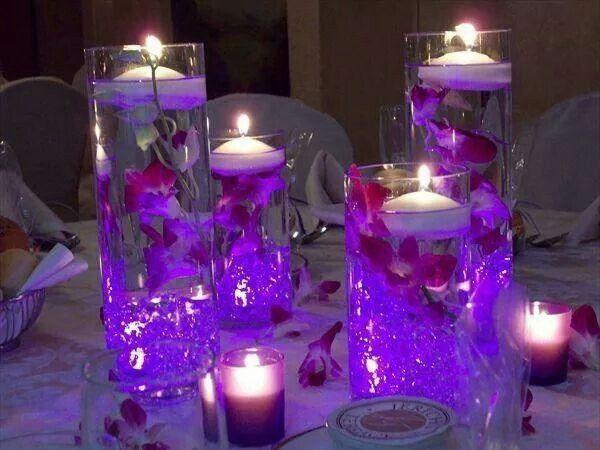Centrotavola con candele galleggianti ricevimento di nozze