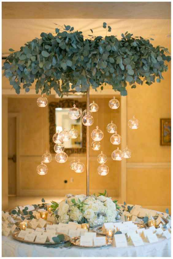 """Idea allestimento """"finto albero"""" con lanterne"""