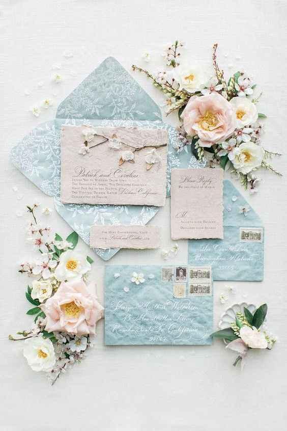 Azzurro e bianco con interno stampato a fiori
