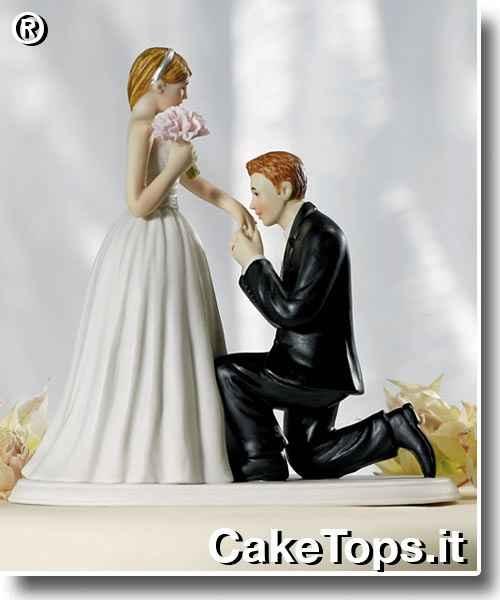 sposo bacia mano
