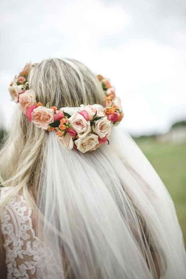 Corona di fiori e velo. - 1