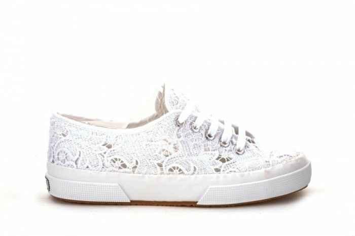 Sneakers sotto l'abito 😂😂 - 1