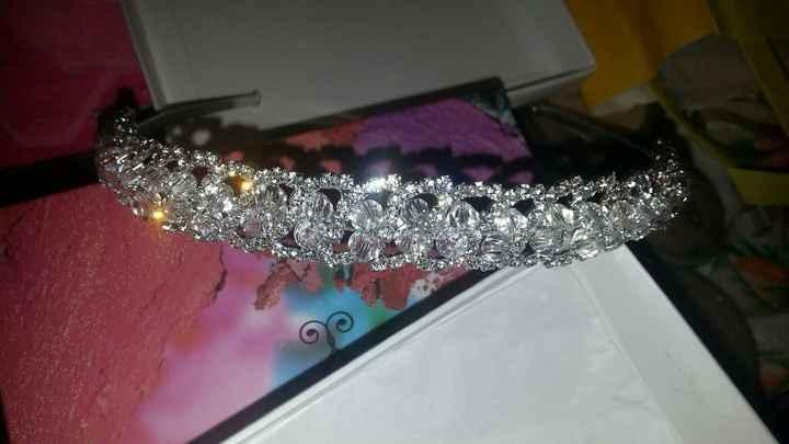 Accessori capelli sposa: Coroncina o corona di fiori? - 1