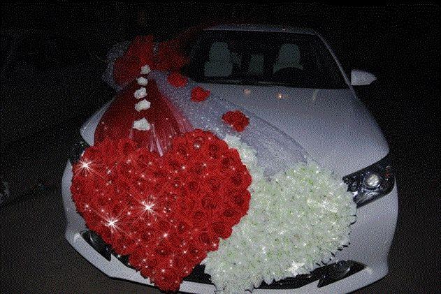 Addobbi per l'auto degli sposi