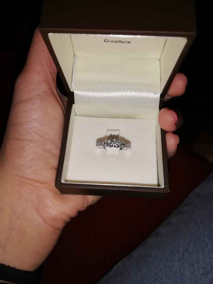 Cosa avete ricevuto come anello di fidanzamento? - 1