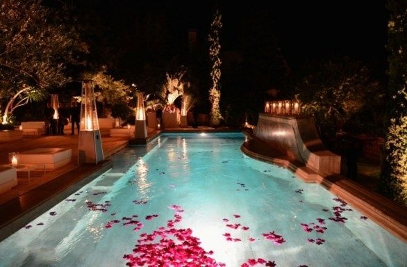 Idee per allestimenti piscina organizzazione for Addobbi piscina per matrimonio
