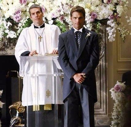 Sposo che aspetta all'altare