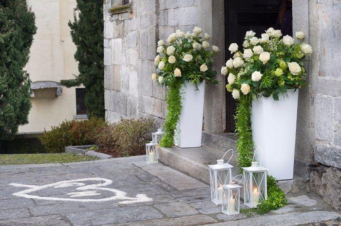 Mille addobbi per la chiesa e la location ma al sagrato o all 39 esterno del comune chi ci pensa - Addobbi sala matrimonio ...