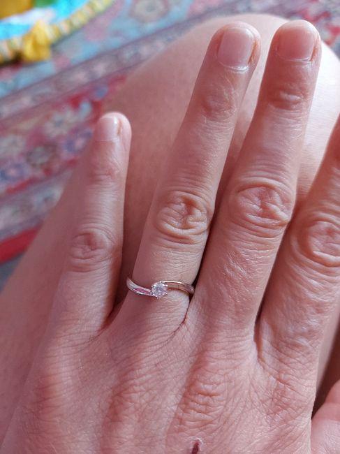 E ora mostraci una foto del tuo anello di fidanzamento! 8