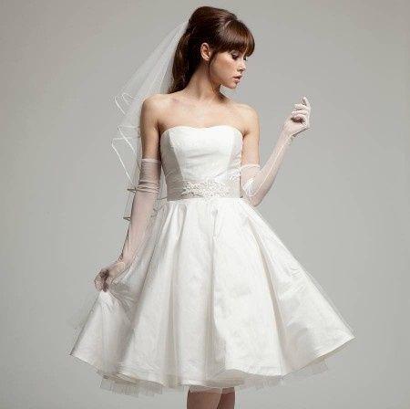 Abito da sposa corto anni 39 50 per un matrimonio vintage for 50 s pin up wedding dresses
