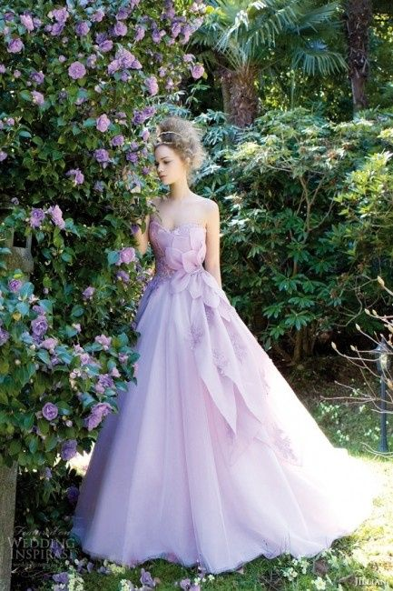 e0068115c0b9 Abiti sposa colorati  10 modelli per una sposa in glicine! - Forum ...