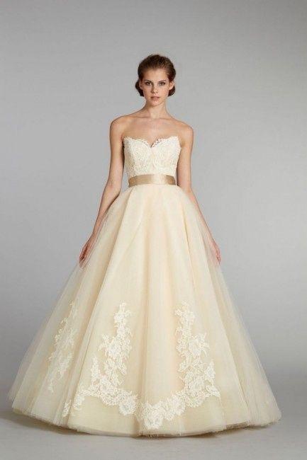 Vestiti Da Sposa Gialli.Abito Sposa Colorato 10 Modelli Per Le Amanti Del Giallo Moda
