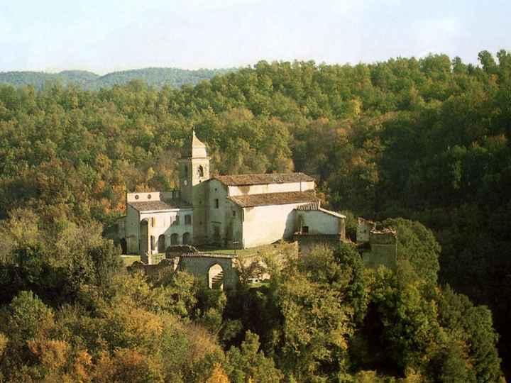 Chiesa vicino al lago di martignano, semplice e con un parroco liberale... - 1