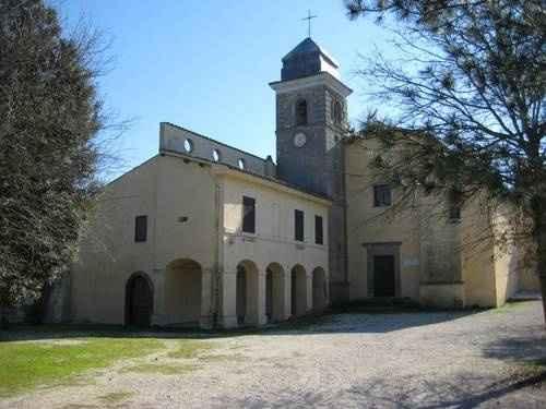 Chiesa vicino al lago di martignano, semplice e con un parroco liberale... - 2