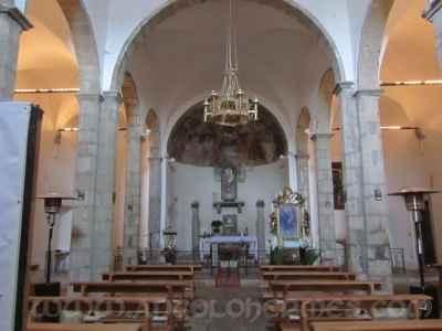 Chiesa vicino al lago di martignano, semplice e con un parroco liberale... - 3