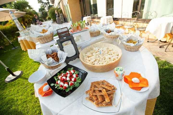 cibo su isole in giardino