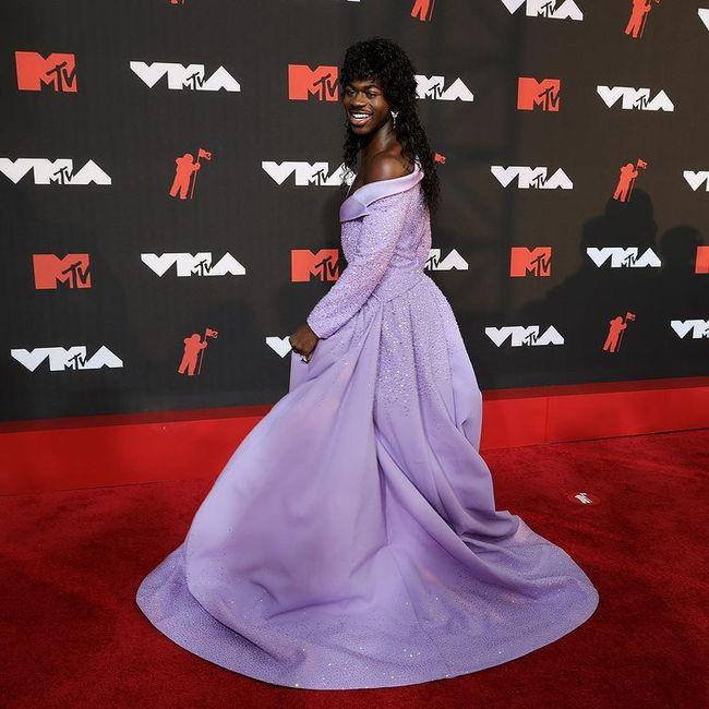 I look più memorabili degli MTV VMAs 2021: vota il tuo preferito! 4