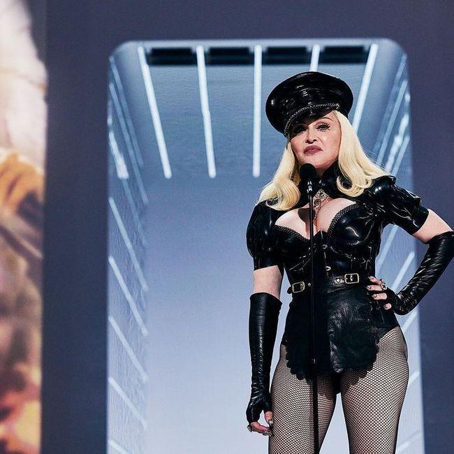 I look più memorabili degli MTV VMAs 2021: vota il tuo preferito! 6