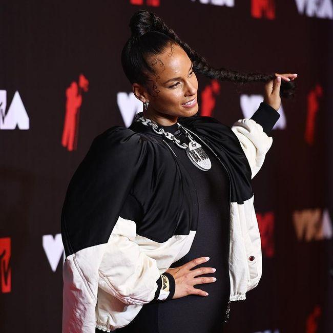 I look più memorabili degli MTV VMAs 2021: vota il tuo preferito! 8