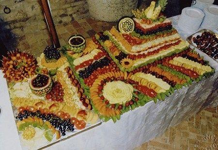 Buffet Di Dolci E Frutta : Buffet di nozze dolce con diversi dolci e frutta scaricare foto