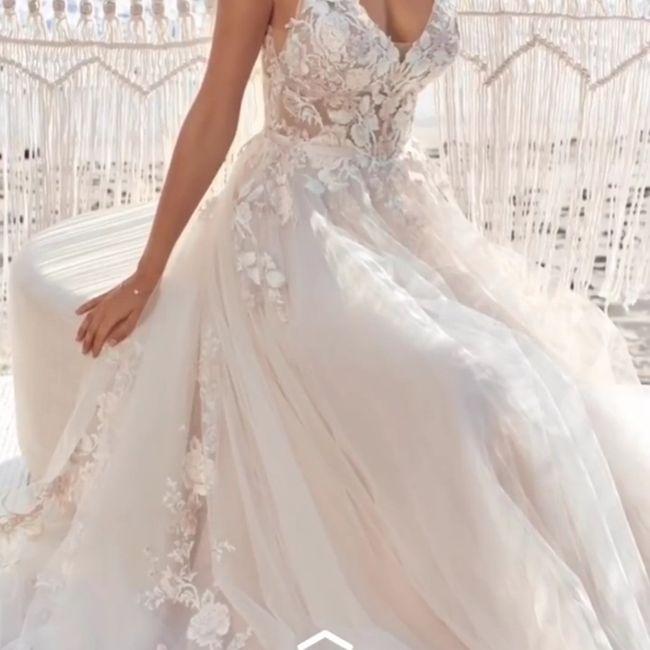 Come la preferite la gonna del vostro abito da sposa? Ricamata oppure semplice? 5
