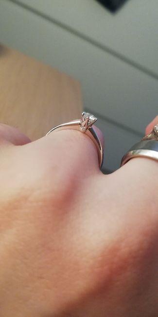 E ora mostraci una foto del tuo anello di fidanzamento! 3