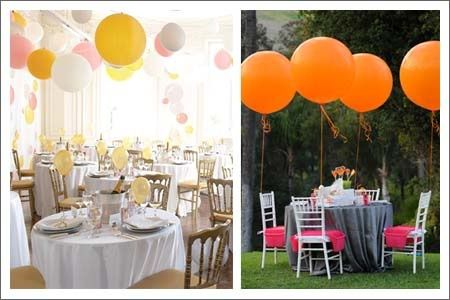 Spazio esterno dove si svolge il ricevimento di nozze addobbato con palloncini colorati.