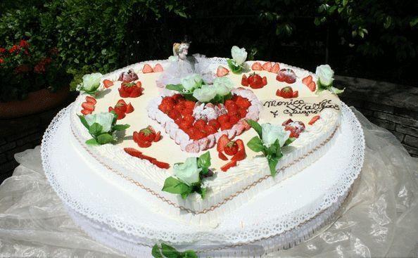 Torta nuziale a forma di cuore - Foto Ricevimento di nozze