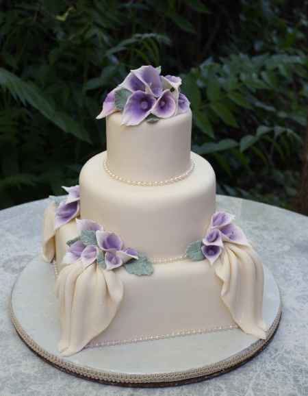 Torta nuziale bianco lilla