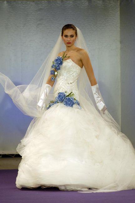 Elicottero Bianco E Blu : Abito da sposa bianco e blu foto organizzazione matrimonio