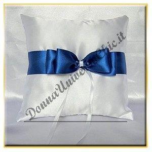Cuscino Portafedi Bianco E Blu.The Brides Sofa Forum Matrimonio Ispirazioni Il Blu E Il Bianco