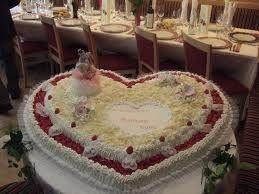 Torta nuziale a forma di cuore per delle nozze romantiche!